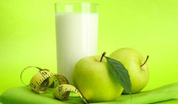 Кефир и несладкие фрукты
