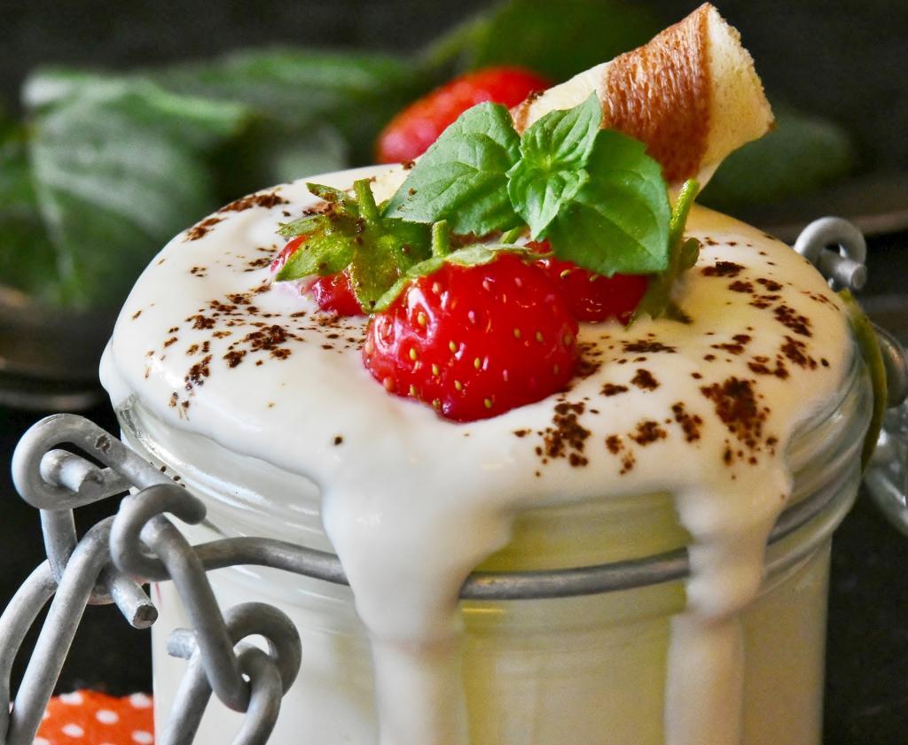 клубника и йогурт